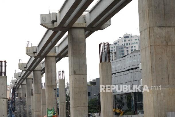 Pembangunan jalur MRT di Jakarta, Ahad (7/5).