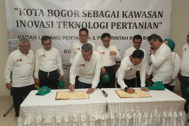 Penandatanganan MoU kota Bogor sebagai kawasan inovasi teknologi pertanian
