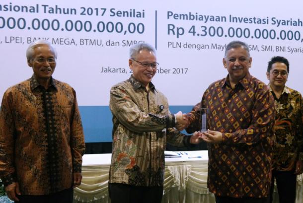 Penandatanganan perjanjian kredit dilakukan oleh Direktur BCA Rudy Susanto, Direktur Keuangan PT PLN (Persero) Sarwono Sudarto, dan direksi manajemen institusi keuangan lain yang berpartisipasi disaksikan Direktur Utama PLN Sofyan Basir.