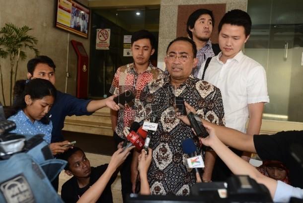Pengacara mantan Ketua DPR Setya Novanto (Setnov), Firman Wijaya (kedua Kanan)