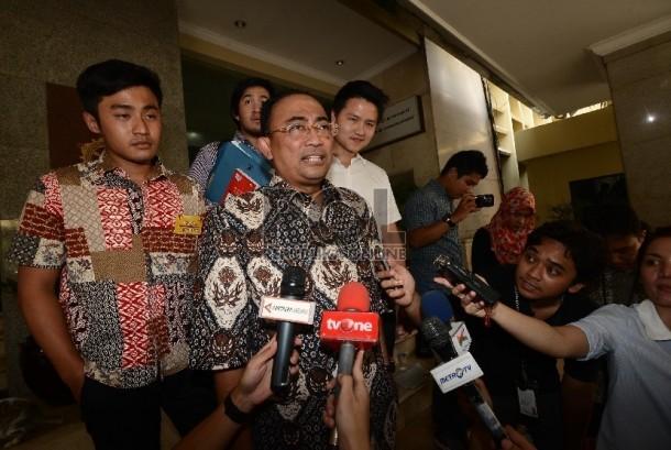 The non-active House of Representatives speaker Setya Novanto's lawyer, Firman Wijaya (second, right).
