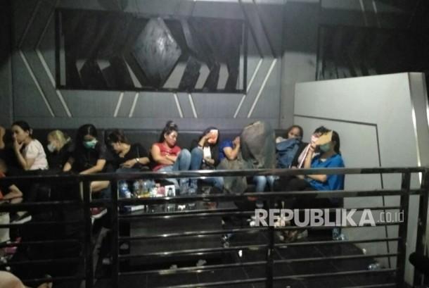Penggerebekan Diskotek MG International terkait narkoba Tubagus Angke, Jakarta Barat (17/12).