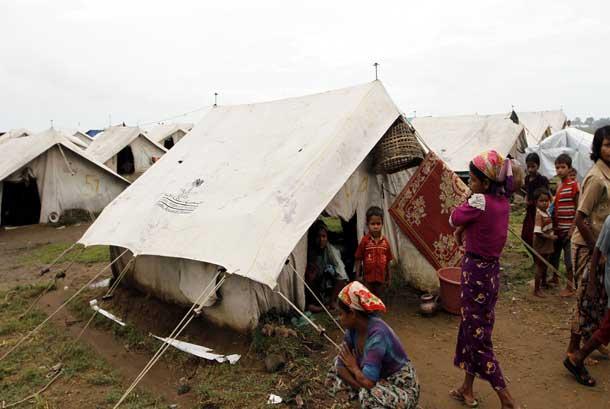 Pengungsi etnis Rohingya di kamp pengungsi Baw Pha Du di Sittwe, Negara Bagian Rakhine, Myanmar, Rabu, (1/8).