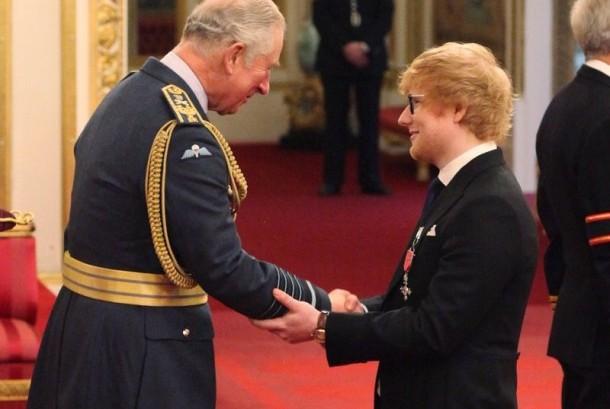 Penyanyi Ed Sheeran menerima penghargaan Member of the Most Excellent Order of the British Empire