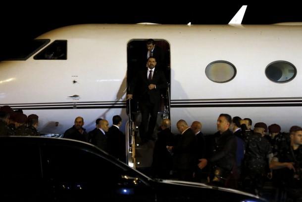 Perdana Menteri Lebanon Saad Hariri tiba di Rafik Hariri International Airport di Beirut, Lebanon, Selasa (21/11). Dia kembali ke Lebanon lebih dari dua pekan setelah mengumumkan pengunduran diri di Arab Saudi.