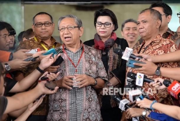 Bambang Widodo Umar (kiri) bersama Ketua KPK Agus Rahardjo (kanan)