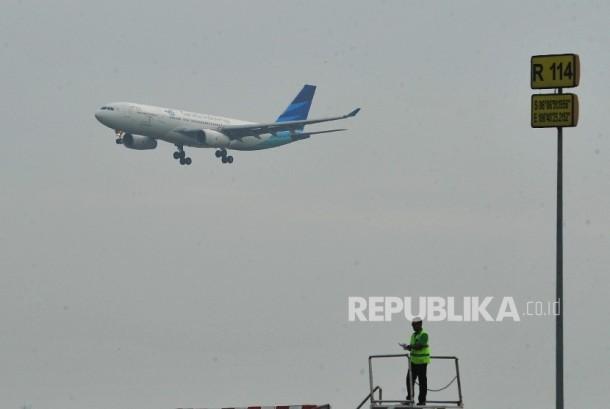 Pesawat Garuda (ilustrasi). Garuda pastikan efisiensi tak berdampak ke pelayanan.