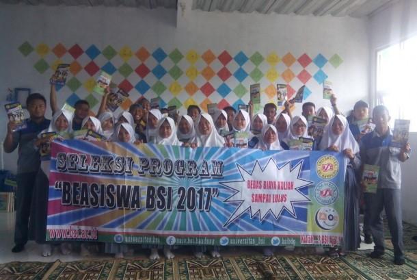 Peserta program beasiswa Universitas BSI Bandung.