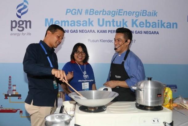 PGN memberikan pelathan memasak untuk warga rusun Klender.