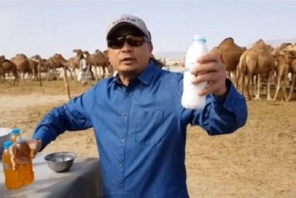 Pimpinan AQL Islamic Center Ustaz Bachtiar Nasir menyarankan minum urine unta.