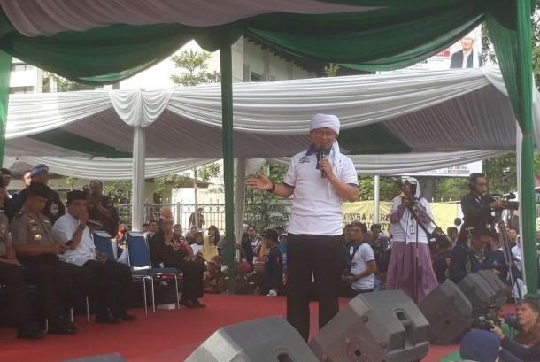 Pimpinan Daarut Tauhid Aa Gym dalam acara puncak ulang tahun (milad) ke-27 Daarut Tauhid, Bandung, Sabtu (18/11).