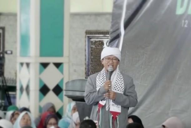 Pimpinan Pondok Pesantren Daarut Tauhid Abdullah Gymnastiar (Aa Gym)