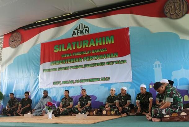 Pimpinan Pusdiklat Bahasa Kementerian Pertahanan, Laksamana Pertama Supratyitno P.D bersilaturahim ke Pondok Pesantren Nuu Waar Al Fatih Kaffah Nusantara, Kamis Sore.