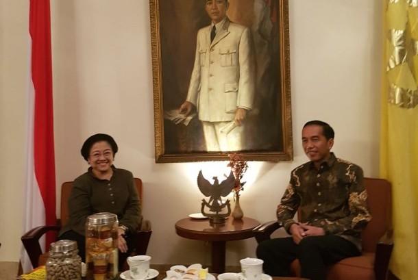 Presiden Joko Widodo dan Ketua Umum DPP PDI Perjuangan mengadakan pertemuan tertutup selama tiga jam di Istana Batu Tulis Bogor Ahad (22/10) sore.