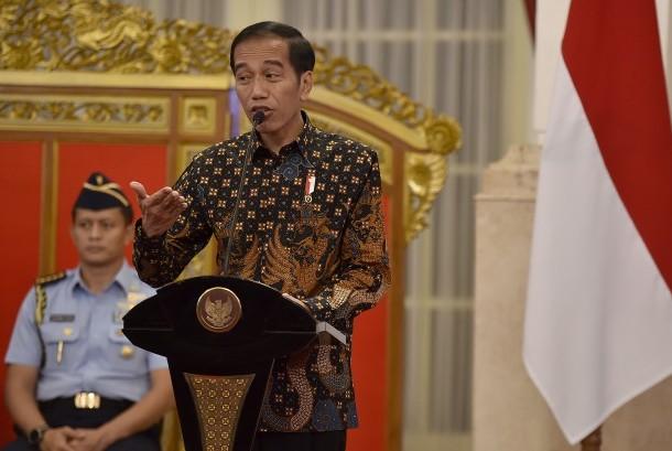Presiden Joko Widodo memimpin Sidang Kabinet Paripurna terkait pagu indikatif RAPBN 2018 di Istana Negara, Jakarta, Selasa (4/4).