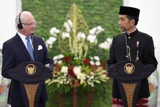 President Joko Widodo is welcoming Swedish King Carl XVI Gustaf at Bogor Palace, Monday (May 22).