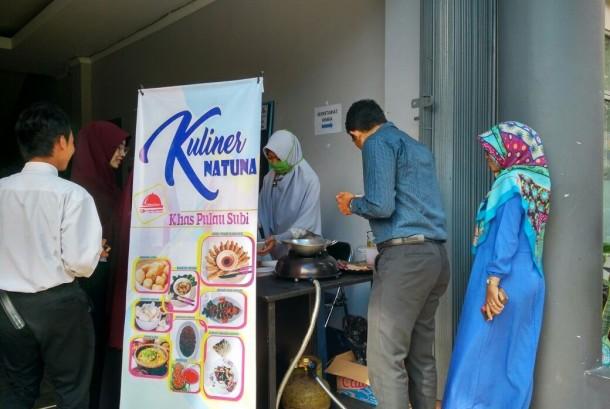 Produk khas Pulau Kalimantan hasil kreasi mahasiswa AMIK BSI Pontianak tampil di BSI Entrepreneur Fair 2017.
