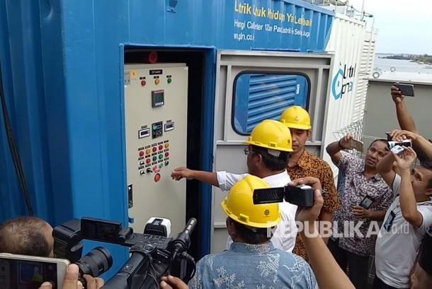 PT PLN (Persero)  mengoperasikan mesin pembangkit tambahan sebesar 500 kilo Watt di Pulau Kelong, Kepulauan Riau.
