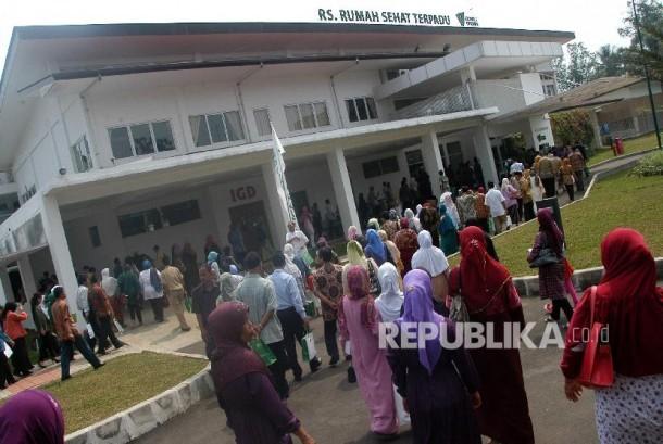 Puluhan masyarakat berkunjung ke RS. Rumah Sehat Terpadu (RSRST) Dompet Dhuafa