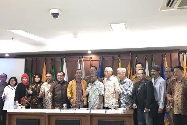 Rapat Dengar Pendapat (RDP) Komite II DPD RI dengan Dirjen Perdagangan Luar Negeri, Dirjen Industri Agro, Dirjen Pengelola Hutan Produksi Lestari, Asosiasi Industri Mebel dan Kerajinan Indonesia (ASMINDO),dan Asosiasi Pengusaha Rotan Indonesia (APRI) di Komplek Parlemen Senayan, Senin (18/9).