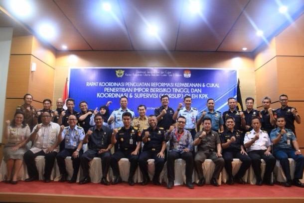 Rapat Koordinasi Penguatan Reformasi Kepabeanan dan Cukai, Penertiban Impor Berisiko Tinggi, dan Koordinasi dan Supervisi bersama KPK, Selasa (3/10).
