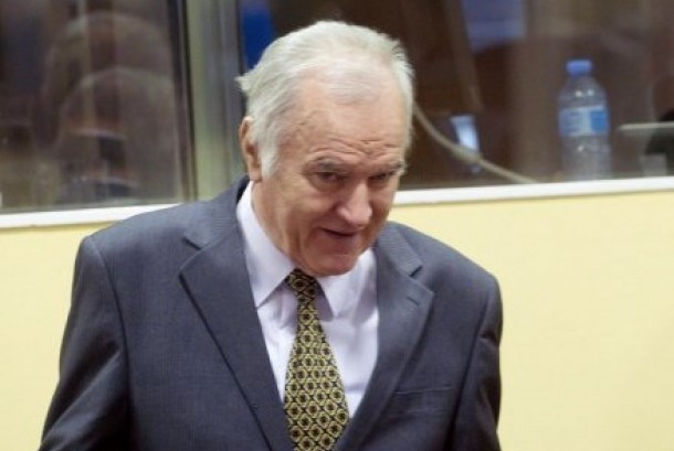 Ratko Mladic tiba di pengadilan kejahatan perang.