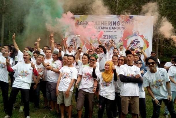 Ratusan agen JNE antusias mengikuti acara agent gathering yang diselenggarakan JNE Bandung dalam rangka HUT JNE ke-27 di Cikole, Kecamatan Lembang, Kabupaten Bandung Barat, belum lama ini.