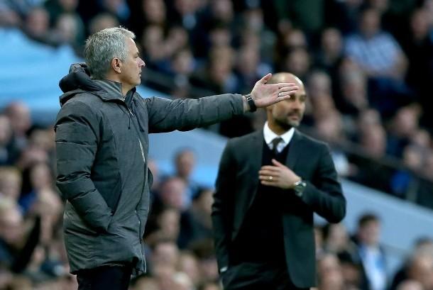 Reaksi pelatih Manchester United, Jose Mourinho pada laga Liga Primer Inggris lawan Manchester City, di stadion Etihad, Jumat (28/4) dini hari WIB. Laga berakhir imbang tanpa gol.