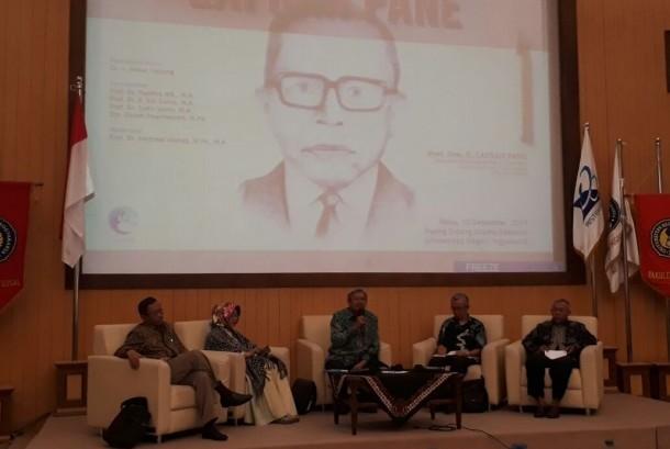 Seminar Refleksi Kepahlawanan Lafran Pane di Universitas Negeri Yogyakarta (UNY), Sleman, DIY.  Seminar dihadiri tokoh-tokoh nasional seperti Akbar Tanjung, Mahfud MD, Syafi'i Maarif dan Siti Zuhro. Rabu (13/12).