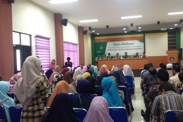 Rektor UIN Ar-Raniry Ptof Farid Wajdi Ibrahim mengisi kajian Islam bulanan.