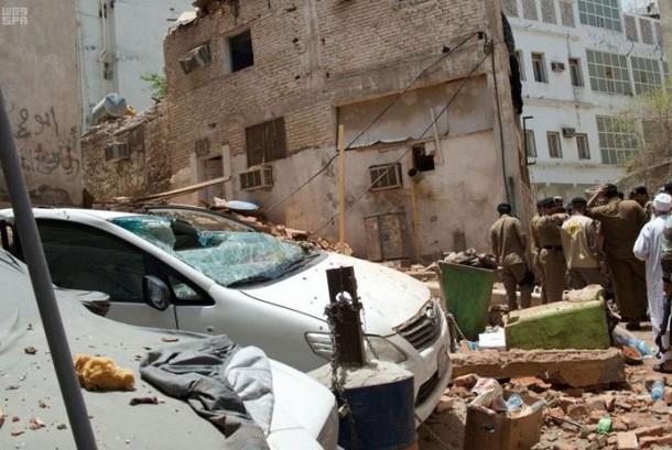 Reruntuhan akibat bom di Makkah, (23/6).