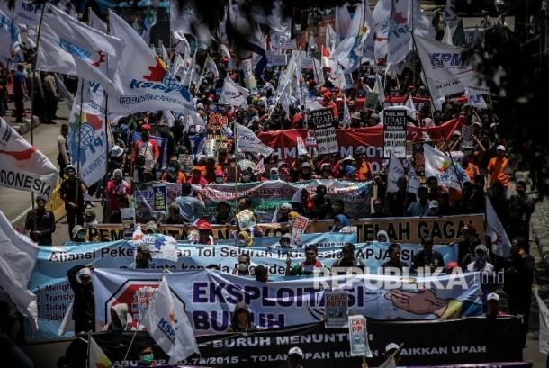 Ribuan masa buruh bersiap long march menuju istana (ilustrasi)