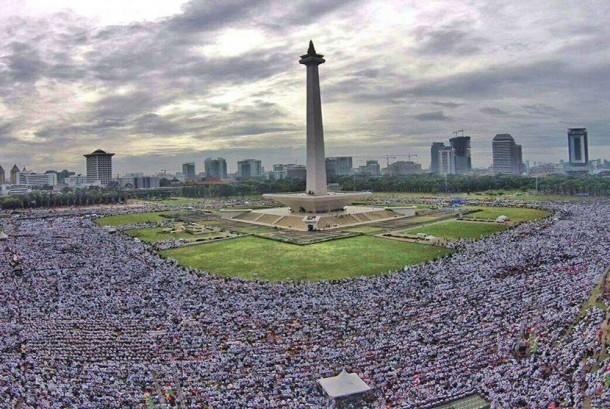 Massa ahttp://cms.republika.co.id/uploads/images/square/ribuan-umat-islam-mengikuti-aksi-super-damai-212-di-_161202095419-144.jpgksi super damai 212 di Lapangan Monas pada Jumat (2/12), lalu.