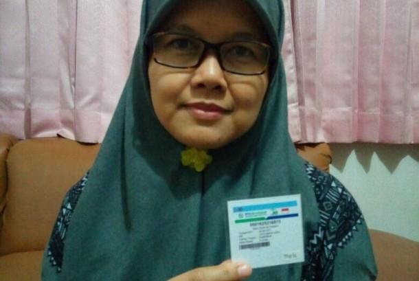 Risa Dewi Setiawati (45 tahun), Peserta BPJS Kesehatan tinggal di  Jalan Salendro Timur, Kelurahan Gumuruh, Kecamatan Batununggal, Kota Bandung.