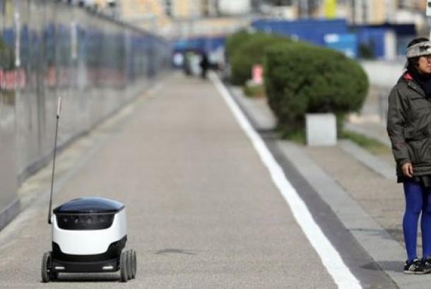 robot pengantar