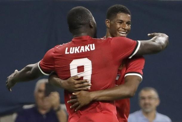Romelu Lukaku dan Marcus Rashford, dua pencetak gol Manchester United ke gawang Manchester City, JUmat (21/7).
