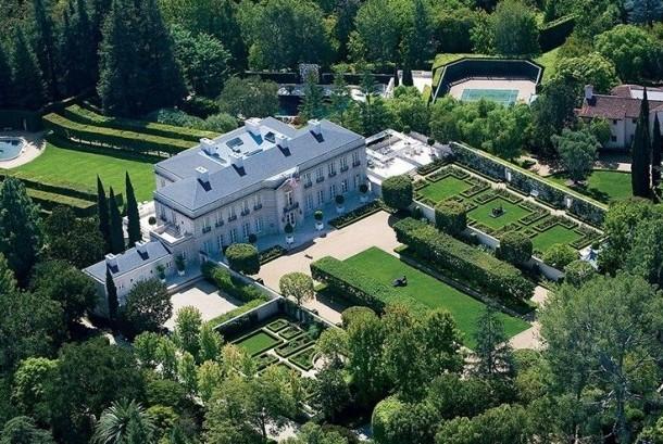 Rumah yang dulu dimiliki konglomerat Jerry Perenchio dipasarkan sebagai rumah termahal di AS.