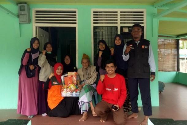 Rumah Zakat Bagikan Parsel untuk Veteran