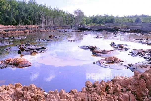 Salah satu lokasi sumur minyak Mangunjaya 118 yang sudah ditertibkan menyisakan limbah B3 mencapai 2.500 ton sejak dioperasikan warga secara ilegal tahun 2013.