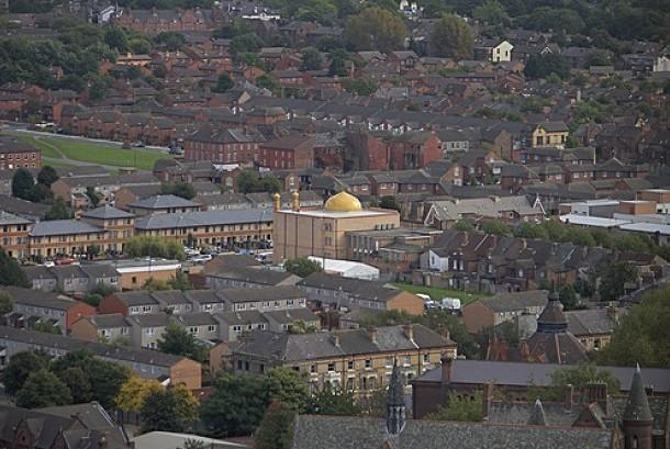 Salah satu sudut Kota Liverpool dengan pemandangan sebuah masjid.