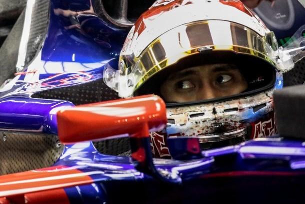 Sean Gelael di dalam kokpit mobil tim F1, Toro Rosso.