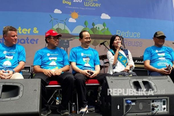 Sebagai rangkaian peringatan hari air sedunia, PT PAM Lyonnaise Jaya (PALYJA) menggelar kegiatan Walk for Water di bilangan Sudirman, Jakarta, Ahad (26/3).