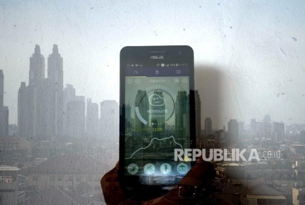 Sebuah aplikasi Plume menunjukan tingkat polusi Jakarta.