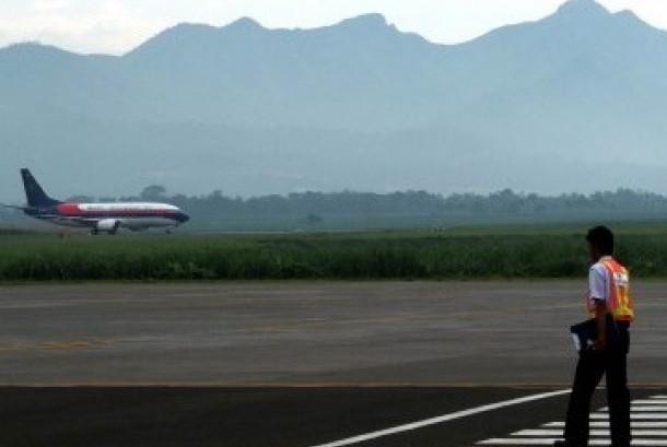Sebuah pesawat komersil mendarat di Bandara Abdul Rachman Saleh, Malang , Jawa Timur. (ilustrasi) (Republika/Prayogi)