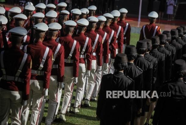 Sejumlah pasukan mengikuti upacara peringatan Hari Kesaktian Pancasila di Monumen Pancasila Sakti, Lubang Buaya, Jakarta, Sabtu (1/10)