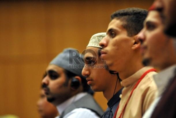 Sejumlah peserta Musabaqah Tilawah Qur'an (MTQ) Internasional menghadiri pembukaan MTQ Internasional III tahun 2015 oleh Menteri Agama Lukman Hakim Syaifuddin di Kantor Kementerian Agama RI, Jakarta, Selasa (1/9).