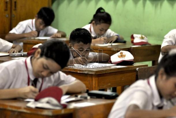 Sejumlah siswa mengikuti Ujian Nasional (UN). (Ilustrasi)