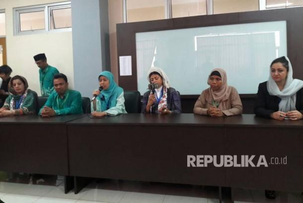 Sejumlah ulama perempuan dari berbagai negara hadir sebagai pembicara dalam Seminar Internasional Ulama Perempuan di IAIN Syekh Nurjati Cirebon, Selasa (25/4).