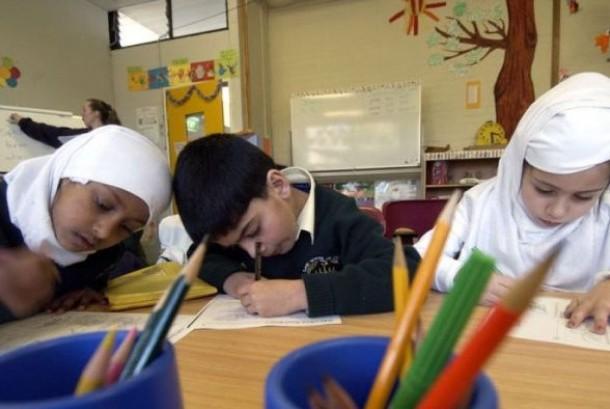 Sekolah Islam Canberra pernah diberhentikan bantuan dana pendidikan dari Pemerintah Commonwealth, namun kemudian bantuan tersebut dipulihkan kembali.
