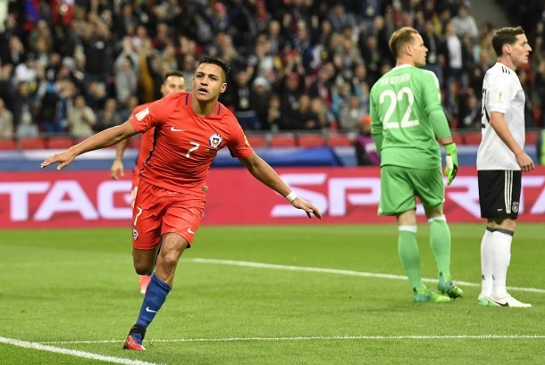 Selebrasi Alexis Sanchez (kiri) setelah menjebol gawang Jerman pada Piala Konfederasi 2017.